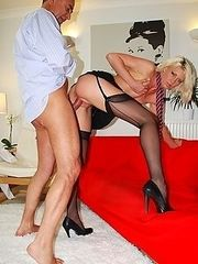 Blonde slut banged by dude