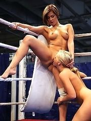 Hot chix in the ring