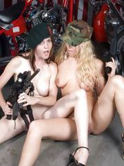 HOT girls and HOT GUNS at Hals Place