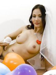 Round boobed Asian bride stripping and showing her awesome body