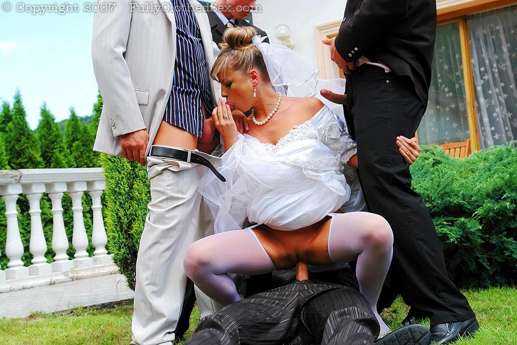 nevestu-viebali-na-svadbe-smotret