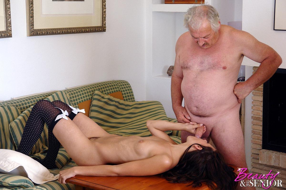 porno-video-starik-pristaet