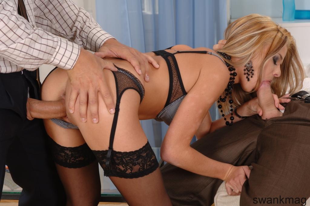 Сексуальные блондинки в чулках порно