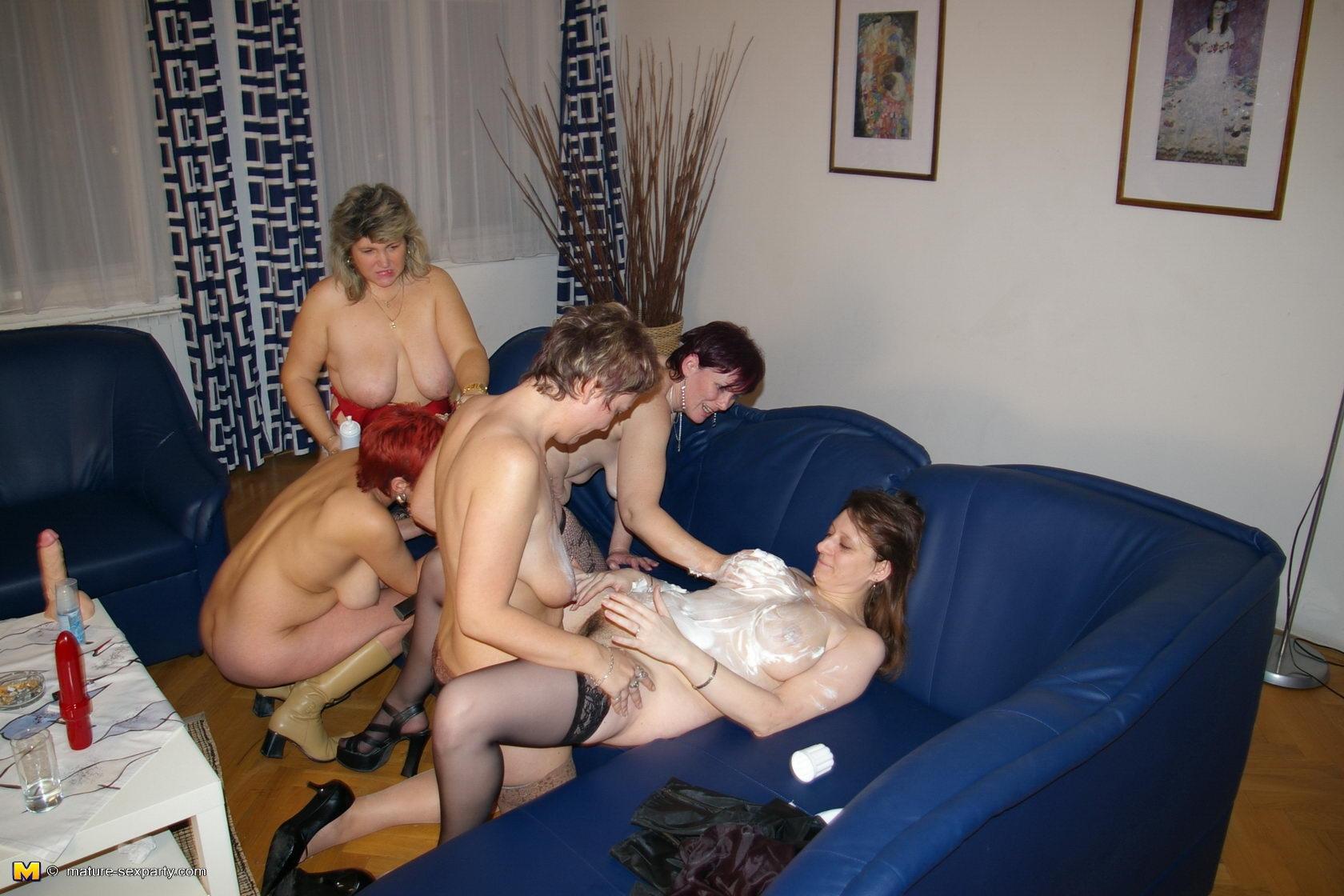 Смотреть порно трахают зрелых тёток 8 фотография