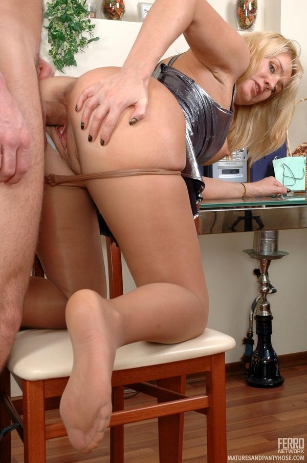 Смотреть бесплатно русское порно племянник трахает в жопу тетю фото 766-75