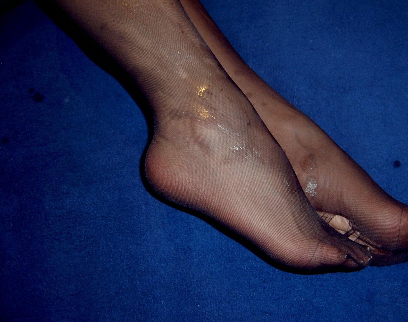 Фото спермы на колготках на ногах 17 фотография