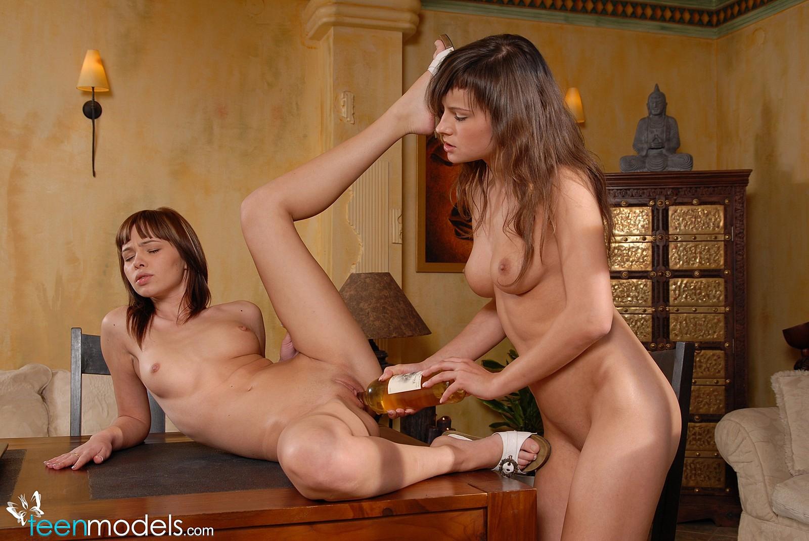 Секс игры телочки 17 фотография