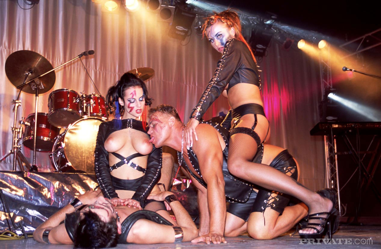 Секс на сцене публично 6 фотография