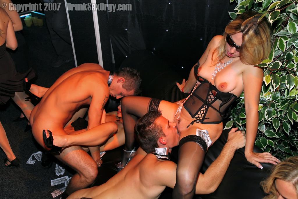 порнофото группы топлес
