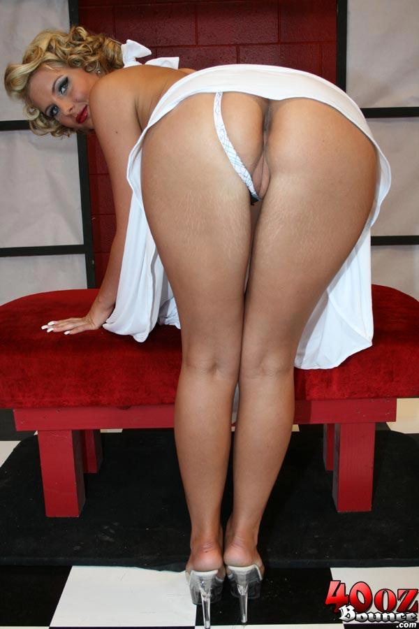 Фото голых блондинок с большой попой