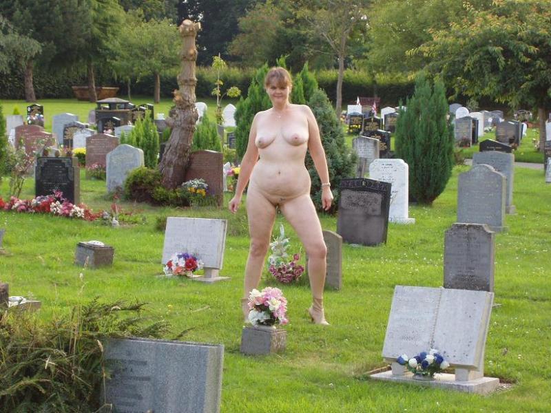 порно фото на кладбище частное