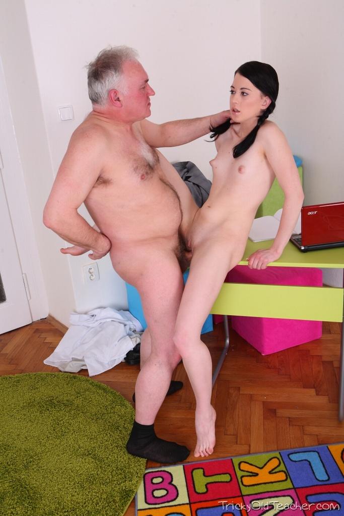Порно бесплатно дед с внучкой фото 70692 фотография